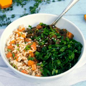 Feijoada vegana com arroz integral e tofu