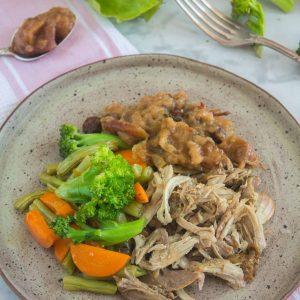 Pernil suino com Chutney de Maça e Legumes