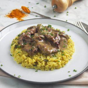 Carne ao molho mostarda com Risoto de alho-poró