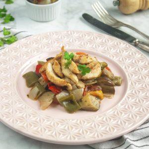 Peito de frango grelhado com Caponata de legumes
